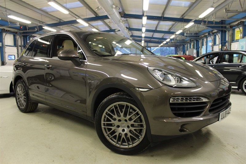 used Porsche Cayenne S HYBRID TIPTRONIC S [SAT NAV / PANO ROOF / 20'' ALLOYS] in basingstoke-hampshire