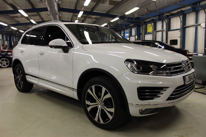used VW Touareg V6 R-LINE TDI BLUEMOTION TECHNOLOGY [PANO ROOF / SATNAV /FACELIFT ] in basingstoke-hampshire