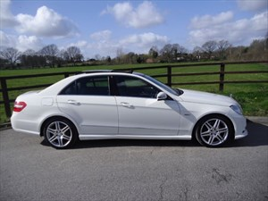 used Mercedes E350 CDI BLUEEFFICIENCY SPORT(PANO ROOF & SAT NAV) in aldershot-hampshire