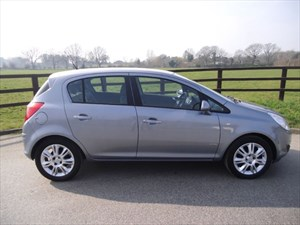 used Vauxhall Corsa DESIGN 16V in aldershot-hampshire