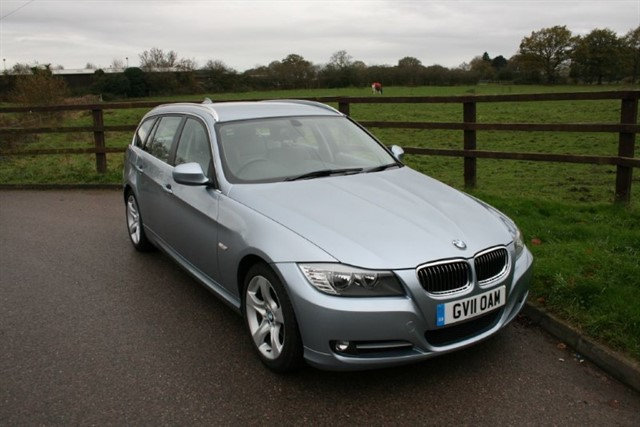 used BMW 318i EXCLUSIVE EDITION TOURING in aldershot-hampshire