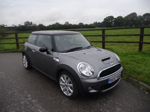 used MINI Hatch COOPER S (CHILI PACK) in aldershot-hampshire