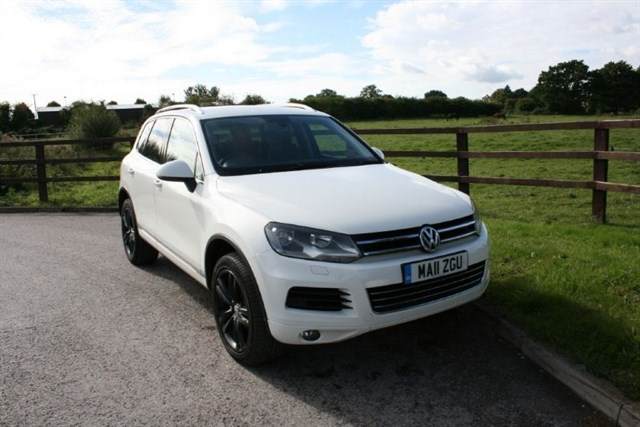 used VW Touareg V6 SE TDI BLUEMOTION TECHNOLOGY ALTITUDE in aldershot-hampshire