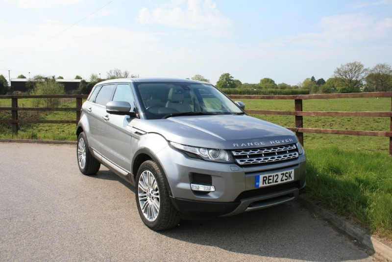 used Land Rover Range Rover Evoque SD4 PRESTIGE LUX (PANO ROOF, SAT NAV, TECH PACK) in aldershot-hampshire