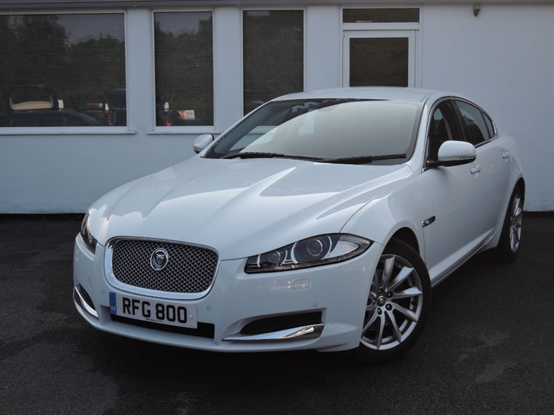 used Jaguar XF D SE in cheshire