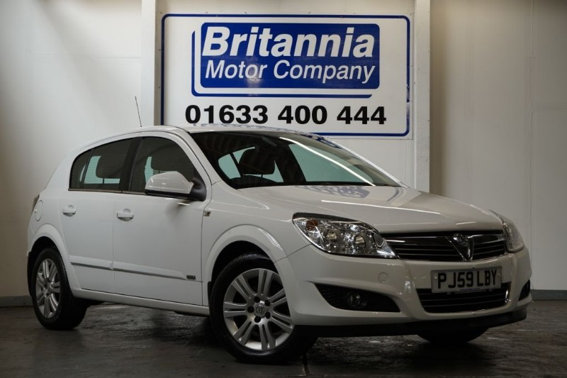 Car of the week - Vauxhall Astra DESIGN 1/2 LEATHER HIGH SPEC - Only £3,270