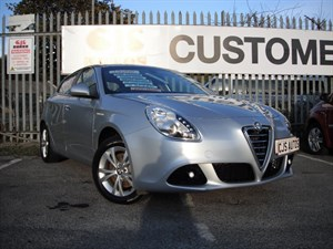 used Alfa Romeo Giulietta JTDM-2 Lusso 5dr WHAT A PRETTY CAR in Bedminster-Bristol