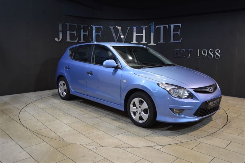 used Hyundai i30 1.6 CRD CLASSIC 5dr in cardiff-south-wales