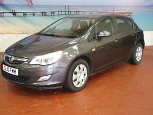 used Vauxhall Astra CDTi 16V ecoFLEX Exclusiv 5dr in South-Wales