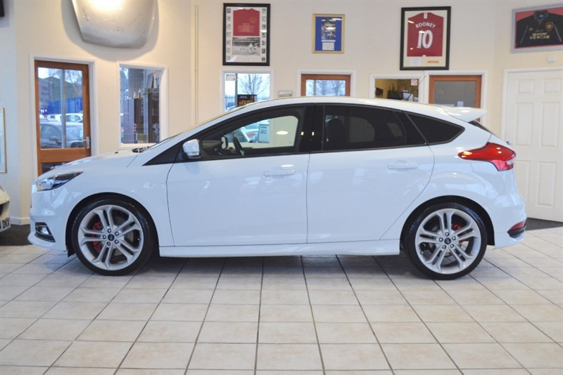 used Ford Focus ST-2 WITH ONLY 7000 MILES in forest-of-dean-gloucestershire