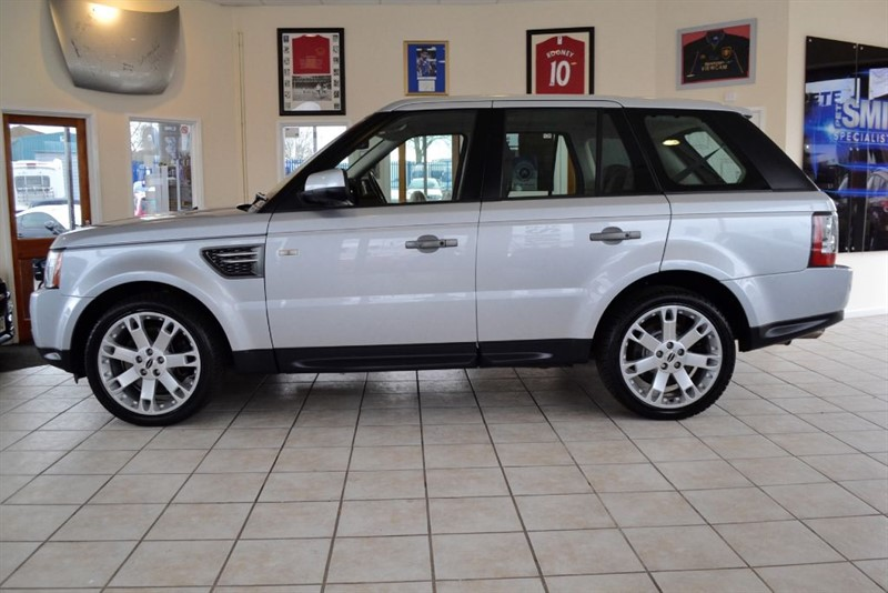 used Land Rover Range Rover Sport 3.O TDV6 HSE WITH TV NAVIGATION AND REVERSING CAMERA in forest-of-dean-gloucestershire