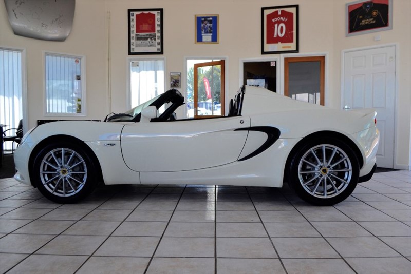 used Lotus Elise 16V Macau Edition ONE OWNER AND JUST 2500 MILES in forest-of-dean-gloucestershire