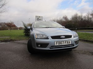 used Ford Focus ZETEC CLIMATE in guildford-surrey