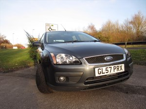 used Ford Focus ZETEC CLIMATE P in guildford-surrey