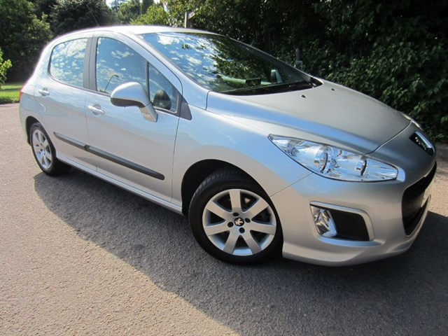 used Peugeot 308 E-HDI SR in guildford-surrey