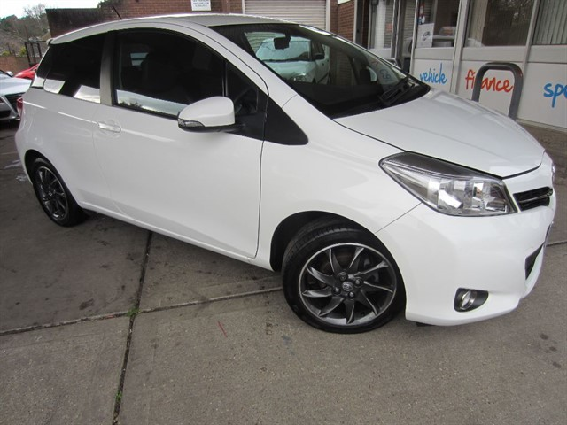 used Toyota Yaris VVT-I TREND in surrey