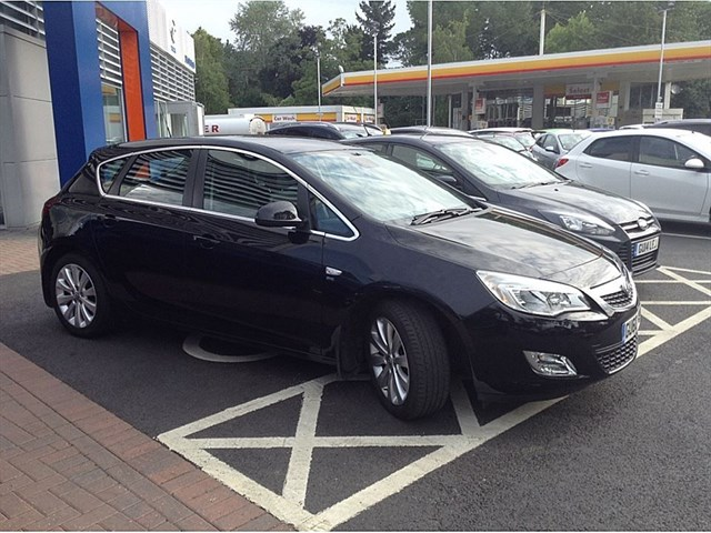 used Vauxhall Astra SE in guildford-surrey