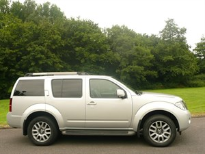 used Nissan Pathfinder DCI TEKNA in swindon-wiltshire