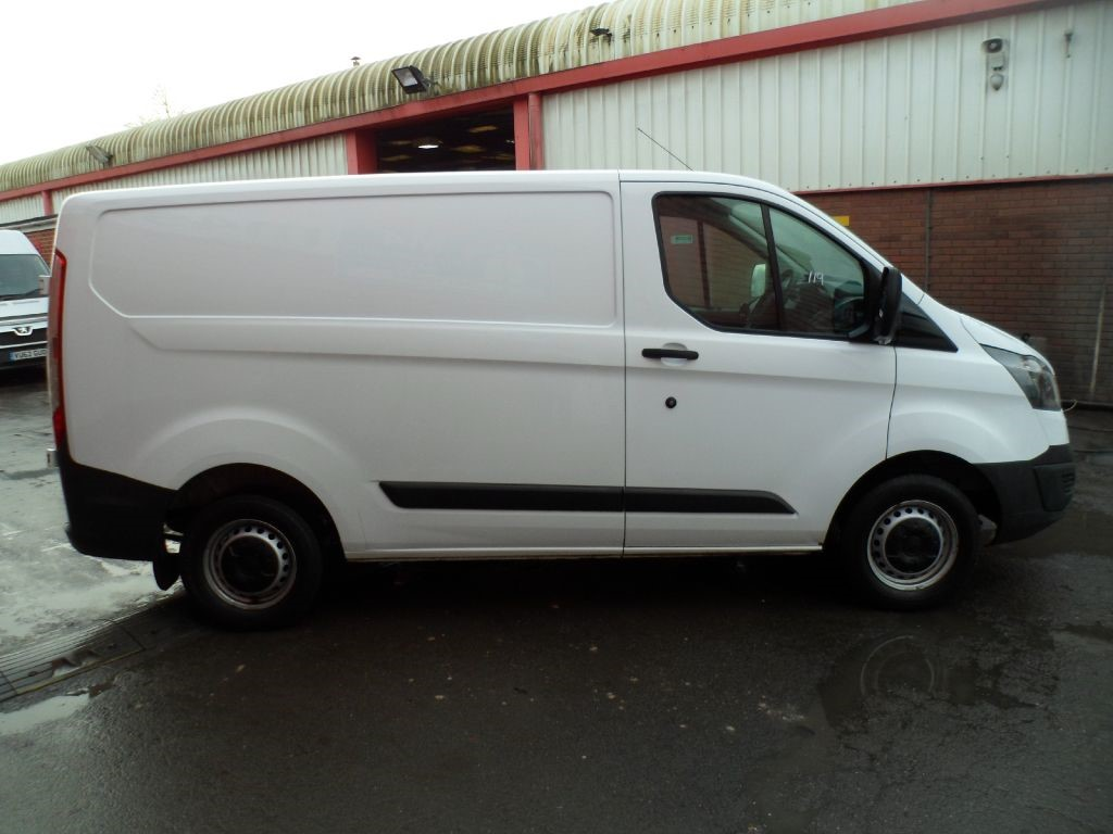 used white ford transit custom for sale wiltshire. Black Bedroom Furniture Sets. Home Design Ideas