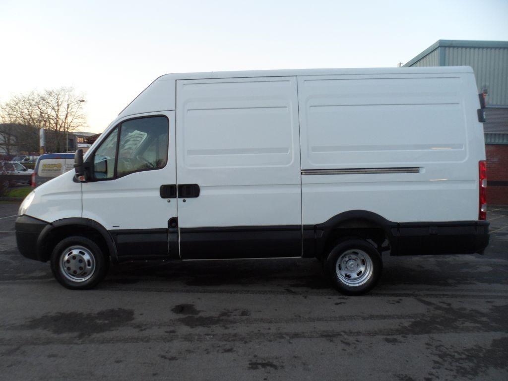 used white 2009 iveco daily for 6 995 vat wiltshire. Black Bedroom Furniture Sets. Home Design Ideas