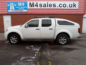used Nissan Navara DCI TEKNA 4X4 DCB A/C C/CONTROL 190PS in wiltshire