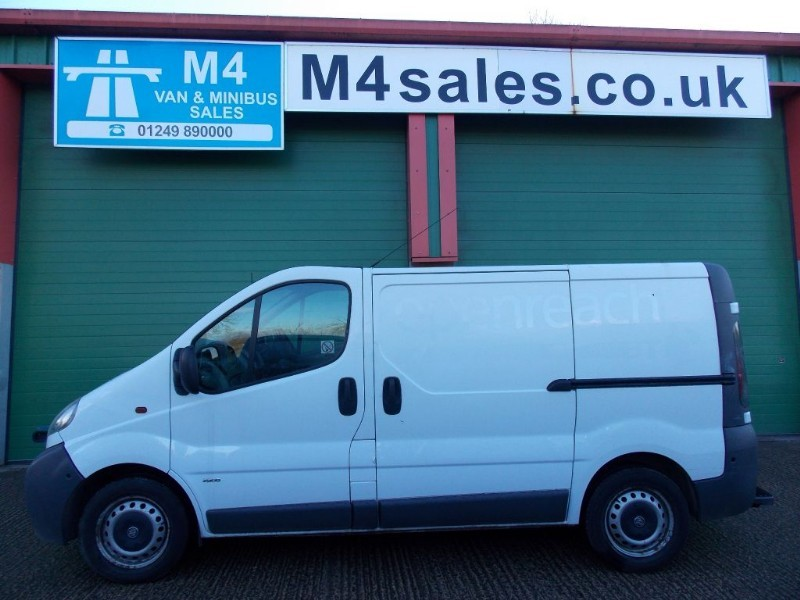 used Vauxhall Vivaro 2900di swb van, with twin sld & S/history. in wiltshire