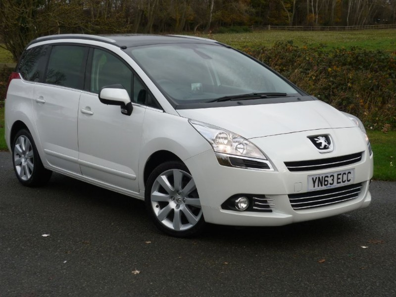 used Peugeot 5008 ALLURE MPV e-HDI AUTO WITH 2 YEARS FREE SERVICING* in wirral-cheshire