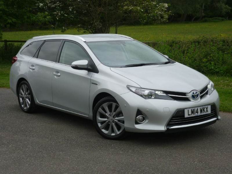 used Toyota Auris VVT-I EXCEL HYBRID ESTATE WITH 2 YEARS FREE SERVICING* in wirral-cheshire