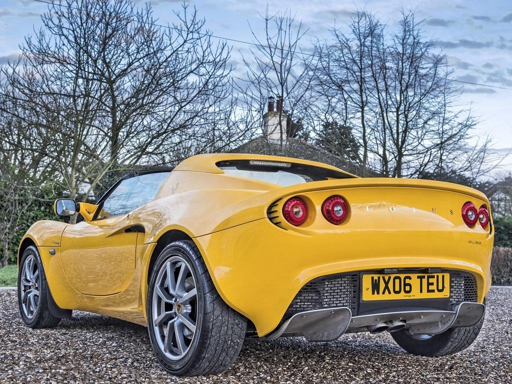 lotus elise in bures suffolk compucars. Black Bedroom Furniture Sets. Home Design Ideas