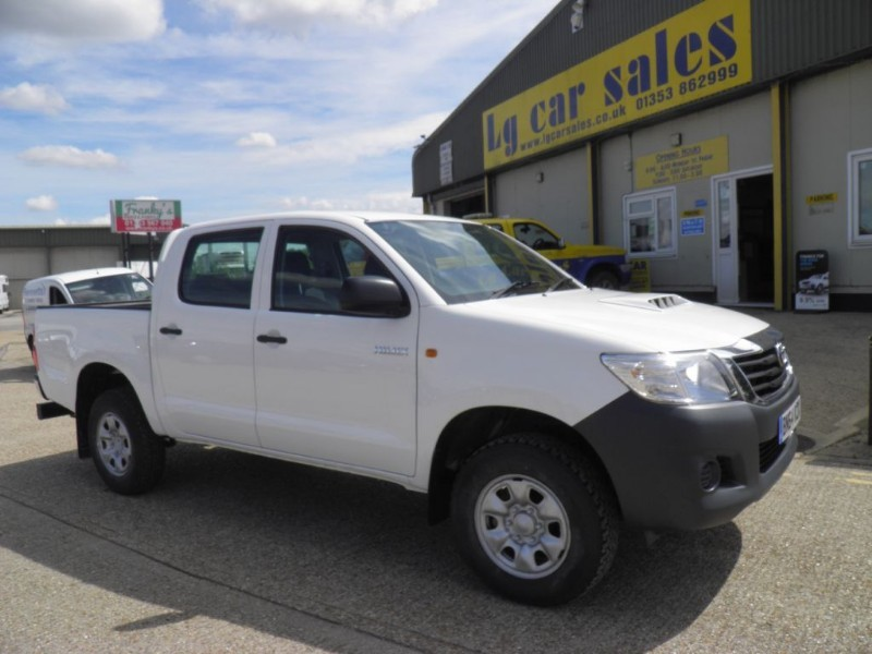 used Toyota  HI-LUX ACTIVE 4X4 D-4D DCB in ely-cambridgeshire