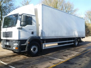 MAN TG-M 18243 4X2 BL DAY WITH TAIL LIFT
