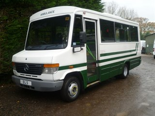 Mercedes-Benz Vario 614D AUTO WITH ACCESS LIFT AND AIR CON