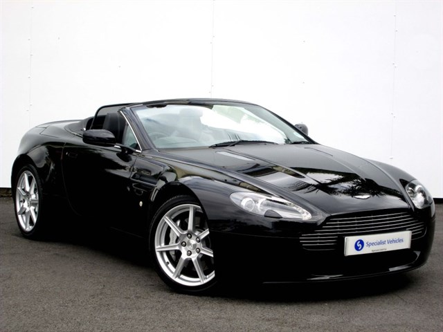 "used Aston Martin Vantage V8 Roadster - 19"" ALLOYS - SAT NAV - FULL LEATHER - LOW MILEAGE - FAMSH in plymouth-devon"