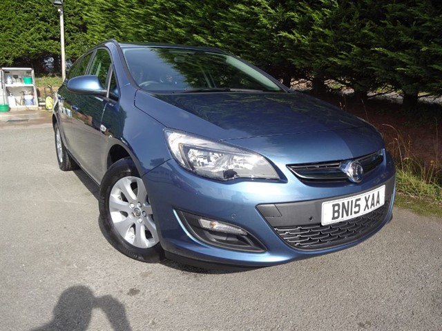 used Vauxhall Astra Design (115bhp) (Automatic) (Estate) in herefordshire-for-sale