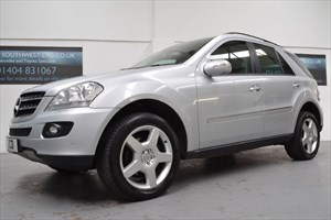 used Mercedes ML320 4X4 320 V6 SE AUTO 7 SPD COMMAND NAVIGATION SUNROOF MERC DETACHABLE TOW BAR in axminster-devon