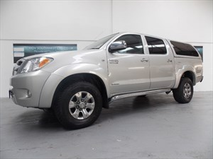 used Toyota Hilux  DIESEL 4X4 HI-LUX INVINCIBLE 3.0L D-4D DOUBLE CAB 12495+VAT SUPERB! in axminster-devon