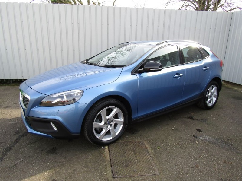 volvo v40 1 6 d2 cross country lux 5dr diesel automatic blue for sale sleaford lincolnshire. Black Bedroom Furniture Sets. Home Design Ideas