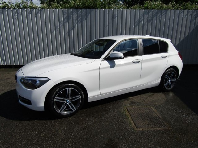 used BMW 114d 1.6D Sport 5dr Diesel White