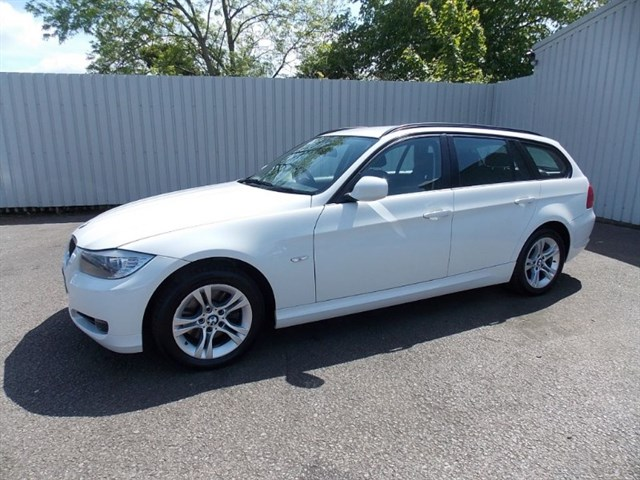 Click here for more details about this BMW 318d 20D ES Estate Diesel 5dr 1 private owner