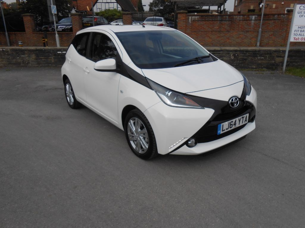 toyota aygo x pression 5 years warranty for sale amersham buckinghamshire csg motor company. Black Bedroom Furniture Sets. Home Design Ideas