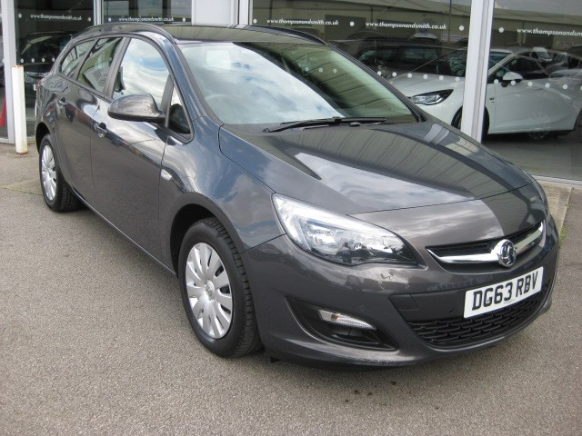 used Vauxhall Astra Sports Tourer Exclusiv 1.6i 115PS 5dr Estate Auto in louth