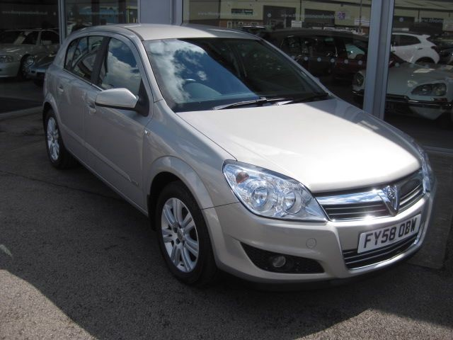 used Vauxhall Astra DESIGN 1.7CDTI 16v 100PS 5Dr in louth
