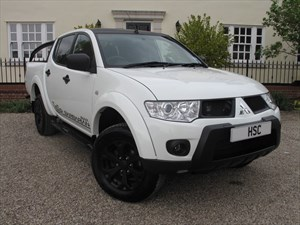 used Mitsubishi L200 DI-D 4X4 BARBARIAN BLACK LB DCB in chelmsford-essex