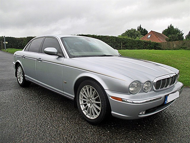 Jaguar XJ EXECUTIVE V6