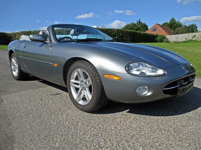 Jaguar XK8 CONVERTIBLE
