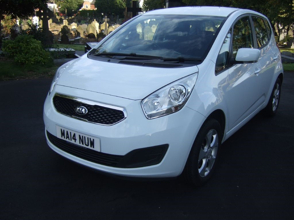 used white kia venga for sale cheshire. Black Bedroom Furniture Sets. Home Design Ideas
