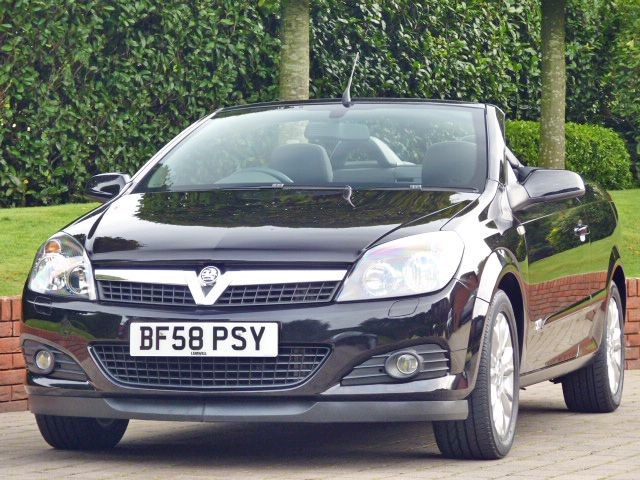 used Vauxhall Astra TWIN TOP SPORT in dorset