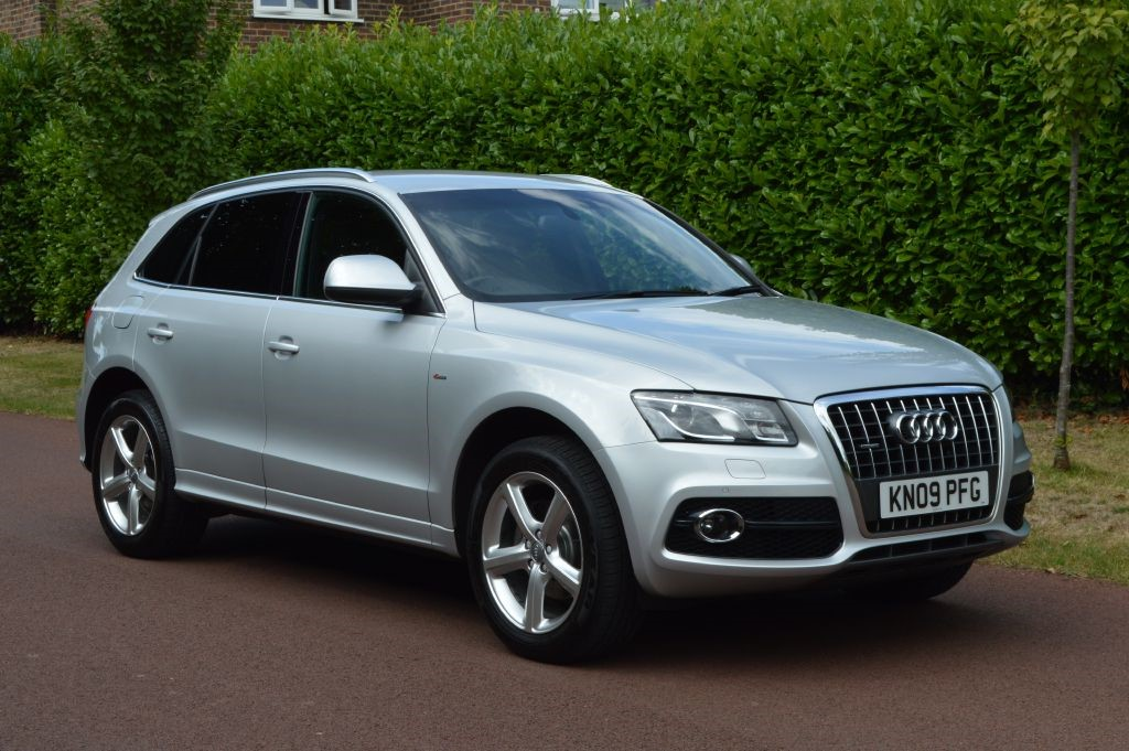 used Audi Q5 TFSI QUATTRO S LINE in hersham-surrey