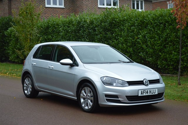 used VW Golf SE TDI BLUEMOTION TECHNOLOGY DSG in hersham-surrey