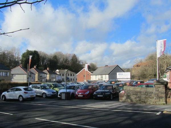 Bob Davies Car Sales Foreourt